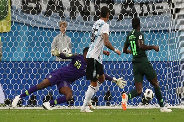 Gol Marcos Rojo yang membawa Argentina menang 2-1 atas Nigeria di Piala Dunia 2018, Selasa (26/6/2018) - Reuters