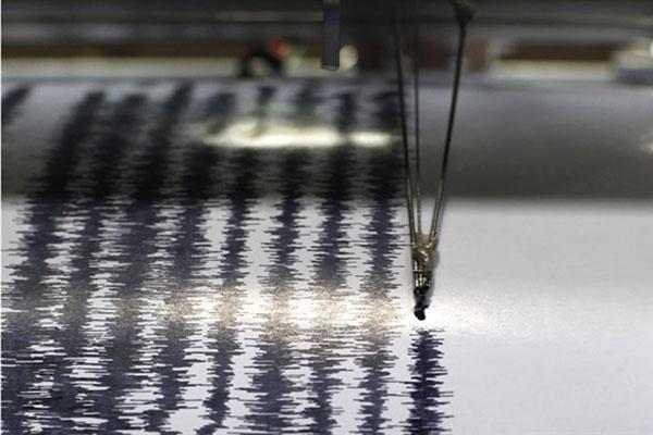 Iluistrasi - Grafik hasil pencatatan seismometer atau seismograf, alat pencatat besaran gempa bumi. - Reuters