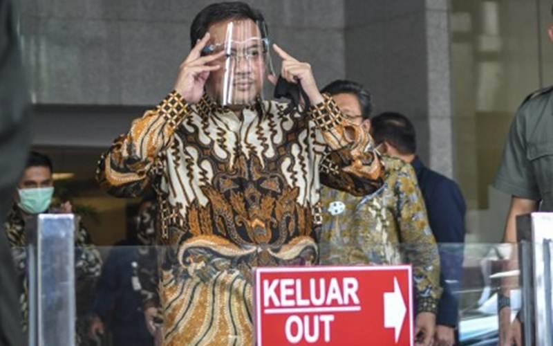 Ketua Badan Pemeriksa Keuangan (BPK) Agung Firman Sampurna berjalan meninggalkan ruangan usai menjalani pemeriksaan sebagai saksi di gedung Komisi Pemberantasan Korupsi (KPK), Jakarta, Selasa (8/12/2020). - Antara/M Risyal Hidayat