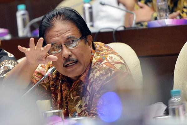 Menteri Agraria dan Tata Ruang/ Kepala BPN Sofyan Djalil mengikuti rapat kerja dengan Komisi II DPR di Kompleks Senayan, Jakarta, Rabu (17/1). - ANTARA/Wahyu Putro A