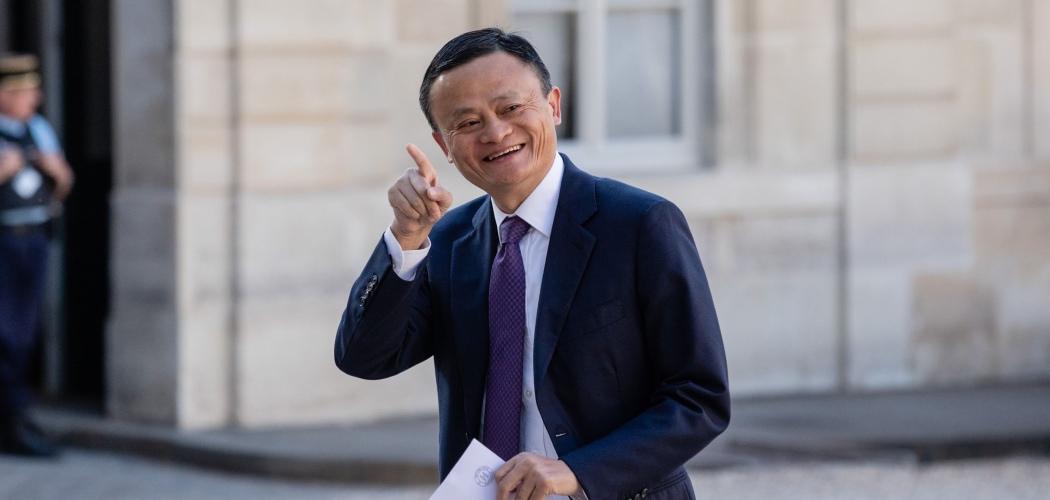 Pendiri Alibaba Group Holding Ltd. Jack Ma tiba di konferensi Tech For Good di Istana Elysee di Paris, Prancis, Rabu (15/5/2019). - Bloomberg/Marlene Awaad