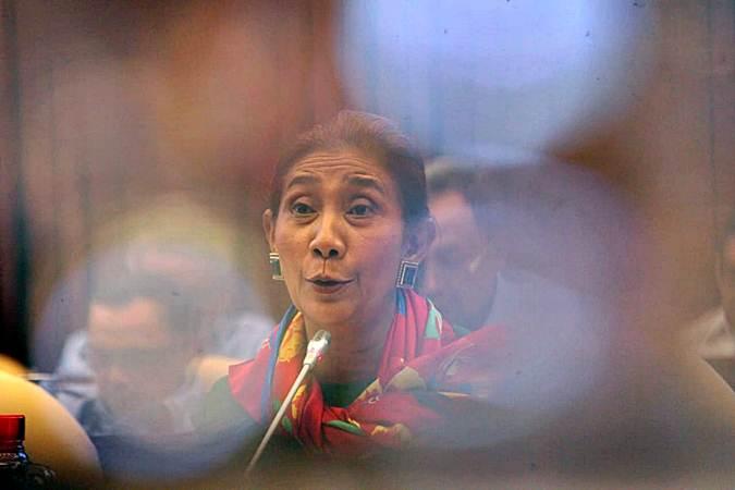Susi Pudjiastuti, semasa menjabat Menteri Kelautan dan Perikanan (KKP), mengikuti rapat kerja dengan Komisi IV DPR RI di kompleks parlemen, Senayan, Jakarta, Selasa (18/6/2019). - Bisnis/Nurul Hidayat