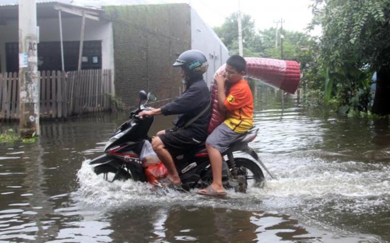 Ilustrasi Banjir. Selain menggenangi wilayah pemukiman penduduk, air juga menggenangi jalur transportasi di Jawa Tengah.  - Bisnis/Paulus Tandi Bone