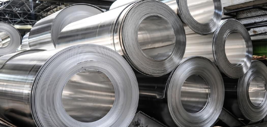 Roll forming adalah proses pengrolan dingin dengan tujuan pembentukan suatu profil baja (lapis paduan zinc atau zinc & aluminium atau zinc, aluminium, dan magnesium) menjadi produk akhir seperti atap gelombang, genteng metal, rangka atap, rangka plafon dan dinding.  - ARFI