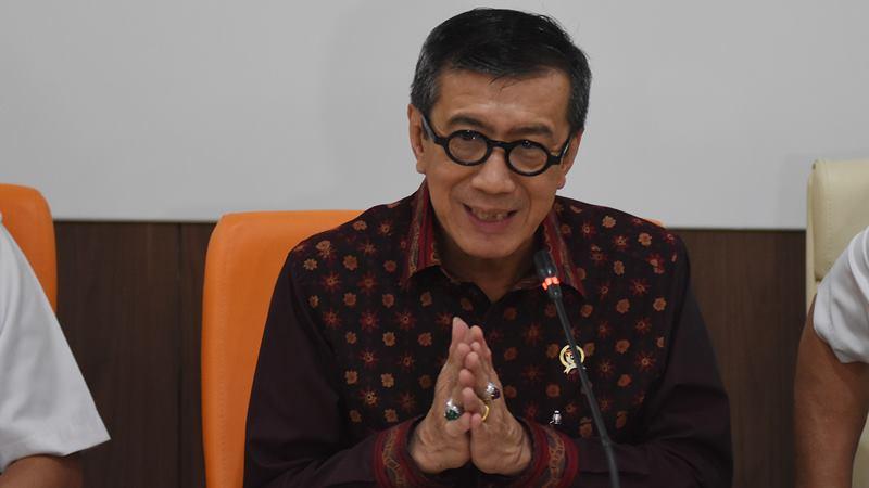 Menteri Hukum dan HAM Yasonna H Laoly memberikan keterangan pers soal pernyataannya yang dianggap menyinggung warga Tanjung Priok saat acara Resolusi Pemasyarakatan 2020 di Lapas Narkotika Kelas IIA Jakarta, di Kantor Kemenkumham, Jakarta, Rabu (22/1/2020). -  ANTARA / Indrianto Eko Suwarso