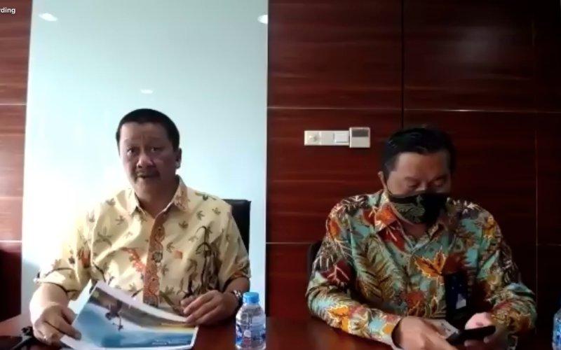 Direktur Utama Garuda Indonesia Irfan Setiaputra (kiri) dan Direktur Keuangan Garuda Indonesia Prasetio (kanan) saat paparan publik daring, Selasa (15/12/2020). - Dhiany Nadya Utami