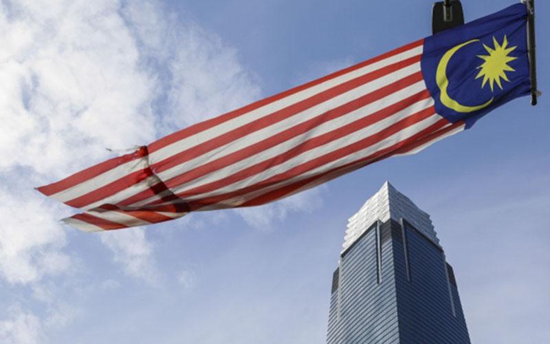 Ilustrasi - Bendera Malaysia di pusat bisnis Kuala Lumpur. - Bloomberg/Joshua Paul