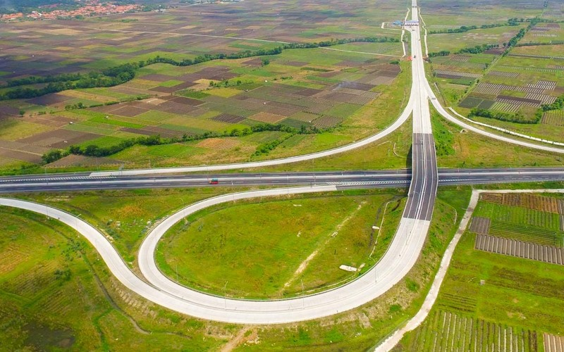 Interchange di Jalan tol Kanci-Pejagan. Jalan tol ini dikelola oleh PT Semesta Marga Raya, anak usaha PT Waskita Transjawa Roll Road. Waskita Toll Road memiliki 39,49 persen saham WTTR per 1 April 2020. - wtr.co.id