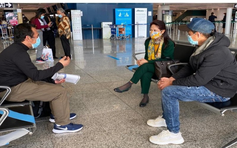 Duta Besar RI untuk Italia Esti Andayani mengantar kepulangan dua ABK WNI dari Bandara Leonardo da Vinci, Fiumicino, Roma, Italia, Kamis (11/02 - 2021). (HO/KBRI Roma)