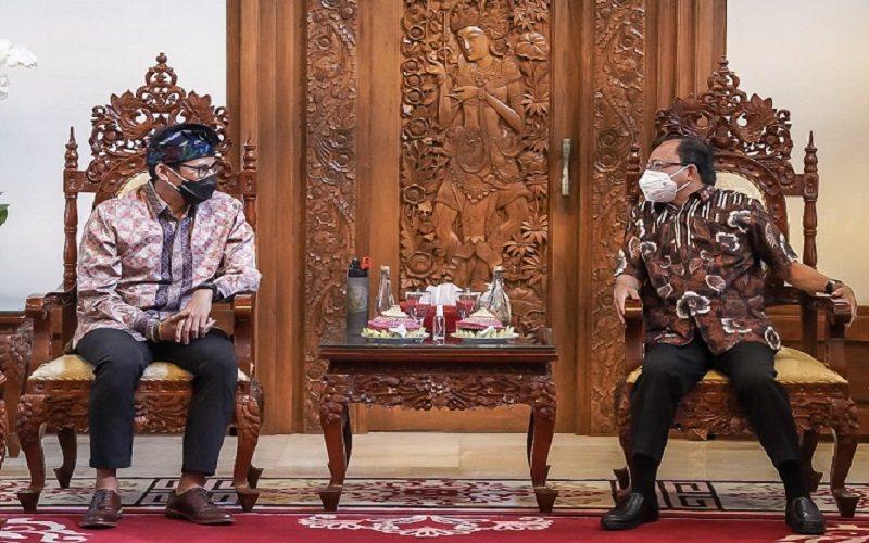 Menparekraf Sandiaga Uno bertemu Gubernur Bali I Wayan Koster, Minggu (27/12/2020)  -  Dok. Kementerian Pariwisata dan Ekraf