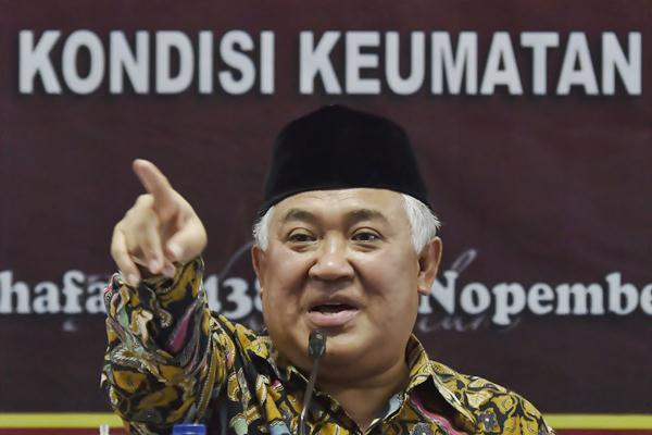 Ketua Dewan Pertimbangan Majelis Ulama Indonesia (MUI) Din Syamsuddin menyampaikan sikap terkait kasus dugaan penistaan agama oleh Basuki Tjahaja Purmana atau Ahok, di Jakarta, Rabu (9/11). - Antara/Puspa Perwitasari