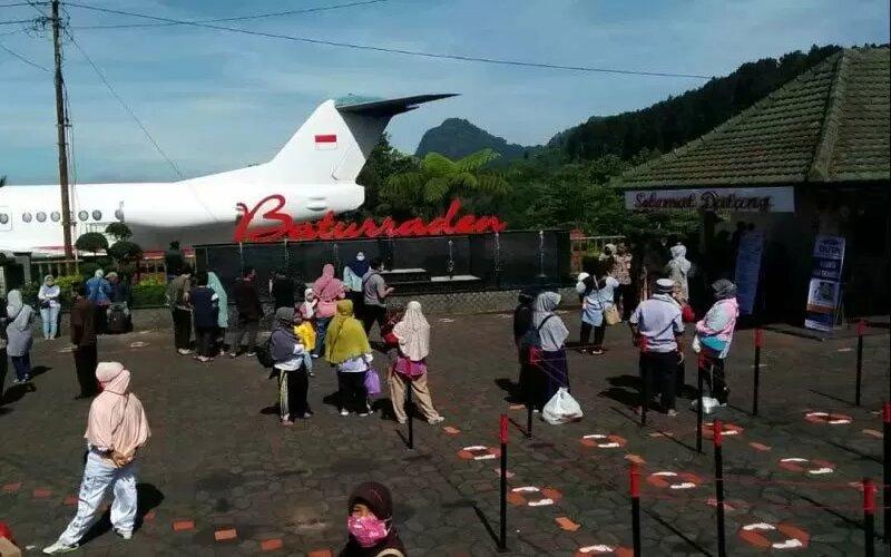 Ilustrasi - Aktivitas wisatawan di Lokawisata Baturraden, Kabupaten Banyumas, Jawa Tengah, pada era adaptasi kebiasaan baru. - Antara/UPT Lokawisata Baturraden