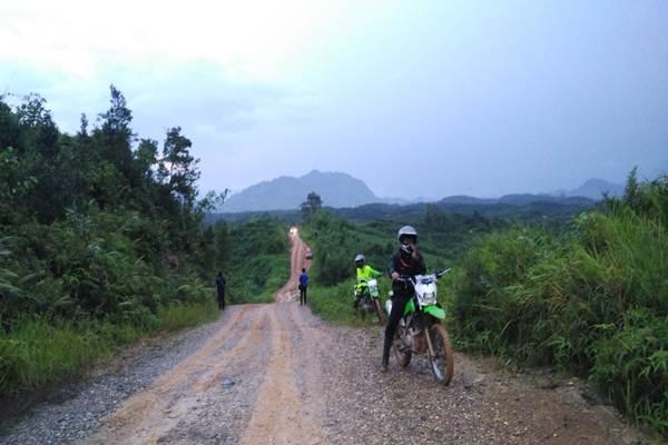 Jalan Perbatasan Kalbar - Lavinda
