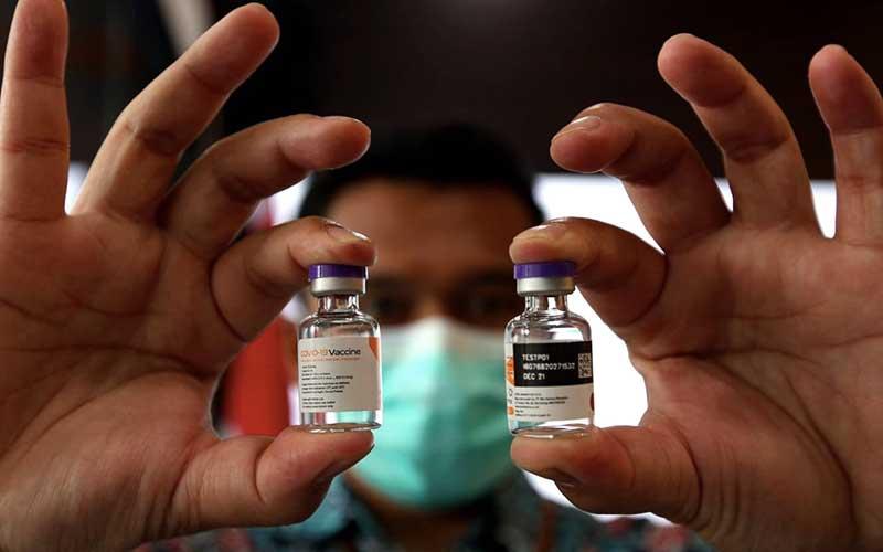 Kemasan vaksin Covid-19 diperlihatkan di Command Center serta Sistem Manajemen Distribusi Vaksin (SMDV) PT Bio Farma (Persero), Bandung, Jawa Barat, Kamis (7/1/2021). - Bisnis/Rachman