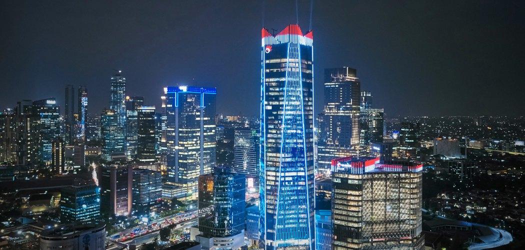 Pendar cahaya dari lampu gedung Telkom Landmark Tower, kawasan Gatot Subroto, Jakarta Selatan. - tlt.co.id