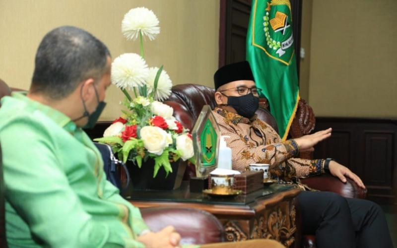 Menteri Agama Yaqut Cholil Qoumas menyampaikan hal itu saat menerima perwakilan asosiasi-asosiasi Penyelanggara Perjalanan Ibadah Umrah (PPIU) di Kantor Kementerian Agama, Jakarta, Senin (15/2/2021) - Twitter/@Kemenag_RI