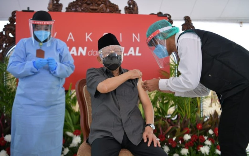 Wakil Presiden Ma'ruf Amin menerima suntikan vaksin virus Corona atau Covid-19 di Pendopo Kediaman Resmi Wapres, Jalan Diponegoro No. 2 Jakarta, Rabu pagi (17/2/2021) - Twitter_@Kiyai_MarufAmin