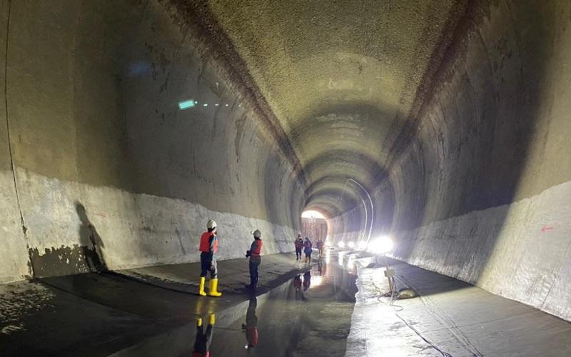 Perum Jasa Tirta (PJT) II Jatiluhur kembali melakukan pengeringan dan inspeksi saluran bawah air. - Bisnis/Asep Mulyana