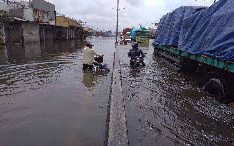 Banjir di kawasan Genuk Kota Semarang beberapa waktu lalu. - Bisnis/Alif N.