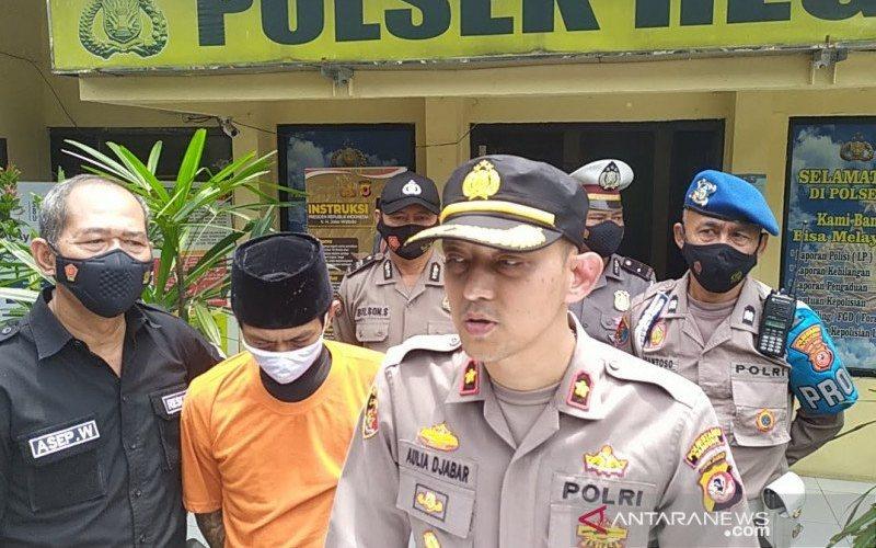Polisi menangkap pria berinisial CB (40) yang mengaku bisa menggandakan uang. (ANTARA - Bagus Ahmad Rizaldi)