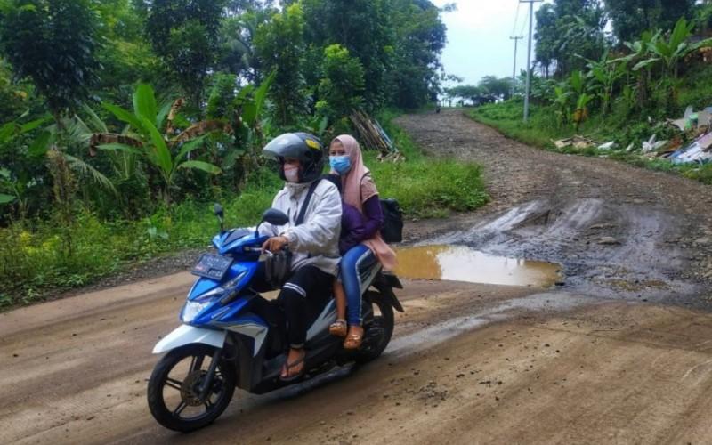 Jalan lingkar utara Jatigede, Kecamatan Cisitu, Kabupaten Sumedang - Istimewa