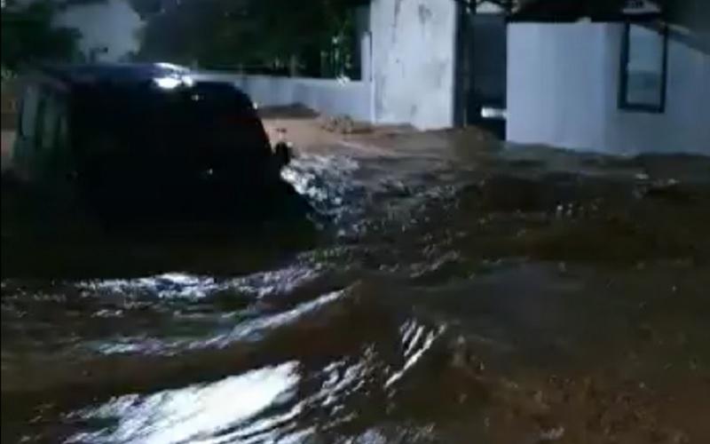Banjir di Kabupaten Nganjuk, Minggu (14/2/2021) malam. - Antara