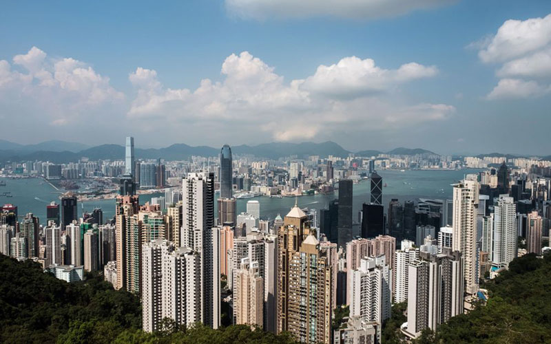 Pemandangan real estat di Hong Kong dengan foto diambil dari The Peak./Bloomberg - Billy Kwok