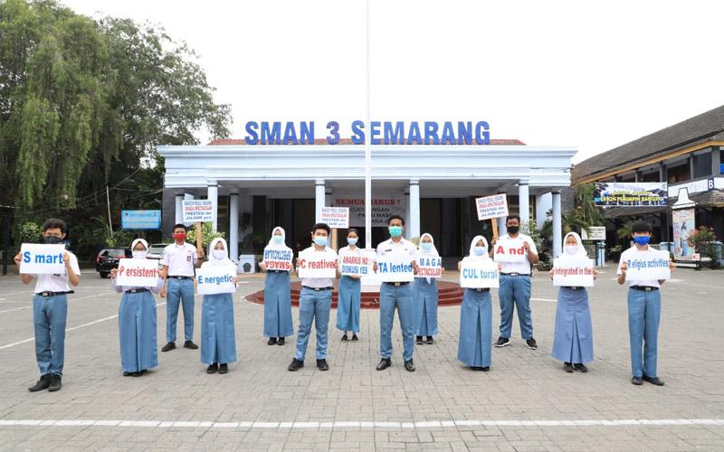 Aksi cinta damai serta menolak demo dan tindakan anarkis di halaman SMA 3 Semarang, Jawa Tengah, Senin 19 Oktober 2020. - Bisnis/Alif Nazzala Rizqi