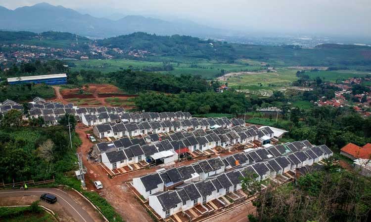 Foto udara perumahan bersubsidi di Griya Panorama Cimanggung, Parakan Muncang, Kabupaten Sumedang, Jawa Barat.  - Antara