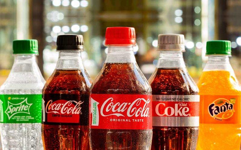 Botol plastik 100% recycled PET (rPET). Sekarang utilisasi plastik hilir sudah 75 persen di hulu 95 persen.  - CocaCola
