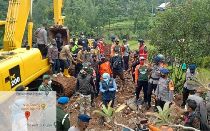 Pencarian warga yang masih dinyatakan hilang pascalongsor di Desa Ngetos, Kecamatan Ngetos, Kabupaten Nganjuk pada Minggu (14//20212)./Dok. BPBD Kabupaten Nganjuk. - bnpb.go.id