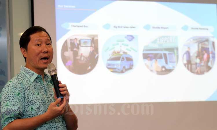 Direktur PT Blue Bird Tbk. Sigit Djokosoetono memberikan pemaaran saat jumpa media di Jakarta, Rabu (19/2/2020). Bisnis - Arief Hermawan P