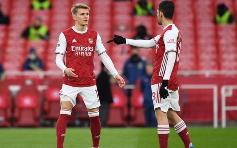 Pemain Arsenal, Martin Odegaard (kiri) - Football London