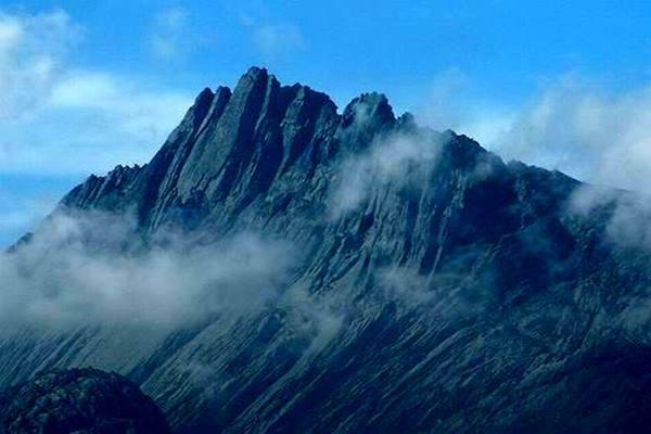 Ilustrasi - Puncak Jaya Wijaya - indonesia.travel