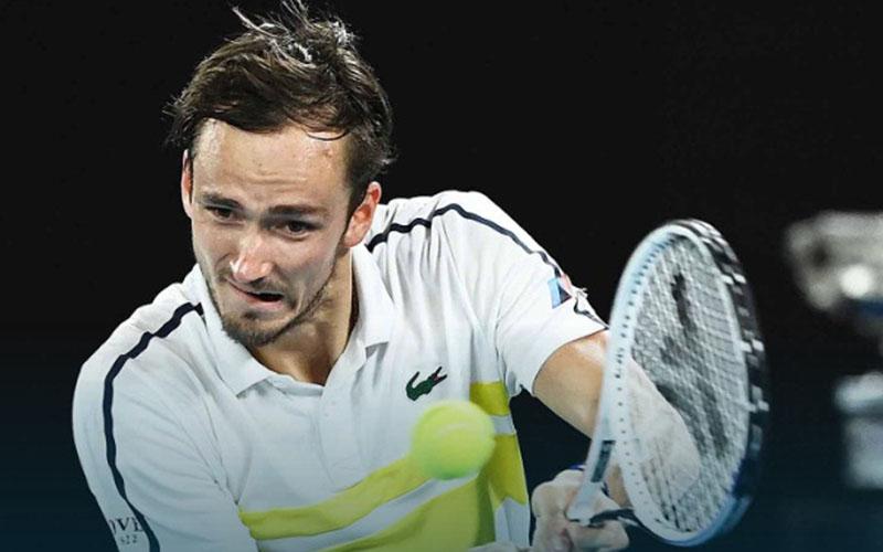 Daniil Medvedev ketika mengalahkan Stefanos Tsitsipas. - ATPTour.com