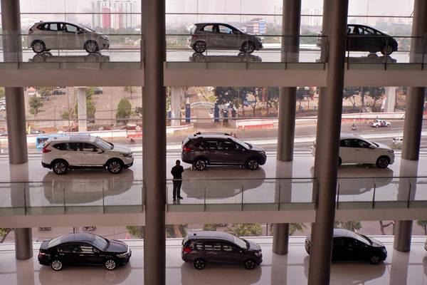 Mobil baru Honda dipajang di diler Jalan MT Haryono, Cawang, Jakarta Selatan, Selasa (31/7/2018). - JIBI/Nurul Hidayat