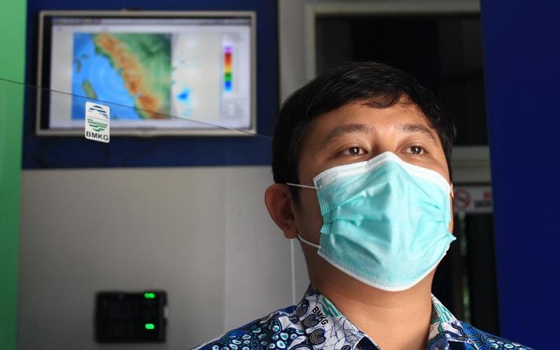 Koordinator Bidang Observasi dan Informasi Stasiun BMKG Minangkabau Yudha Nugraha  - Bisnis/Noli Hendra