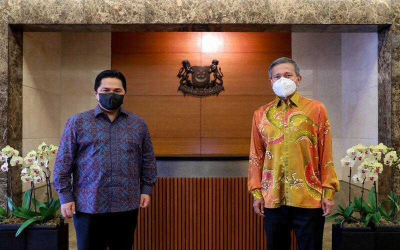Menteri BUMN Erick Thohir dan Menteri Luar Negeri Vivian Balakhrisnan dalam pertemuan di Singapura, Jumat (19/2/2021) - Kementerian BUMN