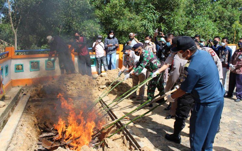 Pemusnahan ikan ilegal dari Malaysia.  - KKP