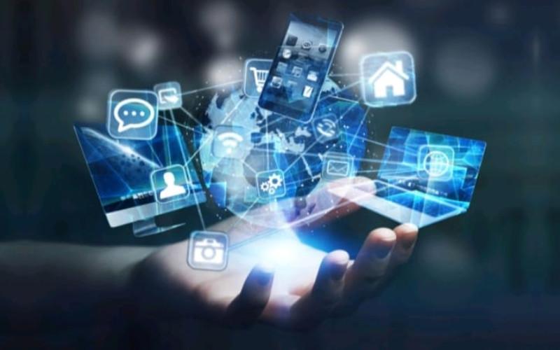 UMKM go online. High Throughput Satellite pada akhir 2023 akan membantu meningkatkan kecepatan jaringan internet di 150.000 titik layanan publik seluruh Indonesia.  - IM2