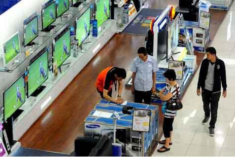 Ilustrasi: Penjualan televisi di salah satu pusat perbelanjaan. - jibiphoto