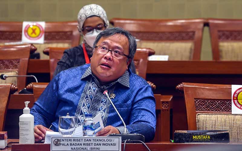 Menristek/Kepala BRIN Bambang Brodjonegoro menyampaikan paparan saat Rapat Dengar Pendapat (RDP) dengan Komisi IX DPR di Kompleks Parlemen, Senayan, Jakarta, Rabu (3/2/2021). ANTARA FOTO - Muhammad Adimaja