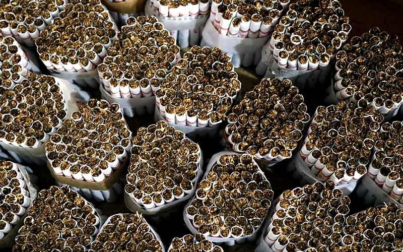 Sigaret Kretek Tangan (SKT) hasil produksi salah satu perusahaan di Kawasan Industri Hasil Tembakau (KIHT) Kudus.  - Bisnis/Muhammad Faisal Nur Ikhsan
