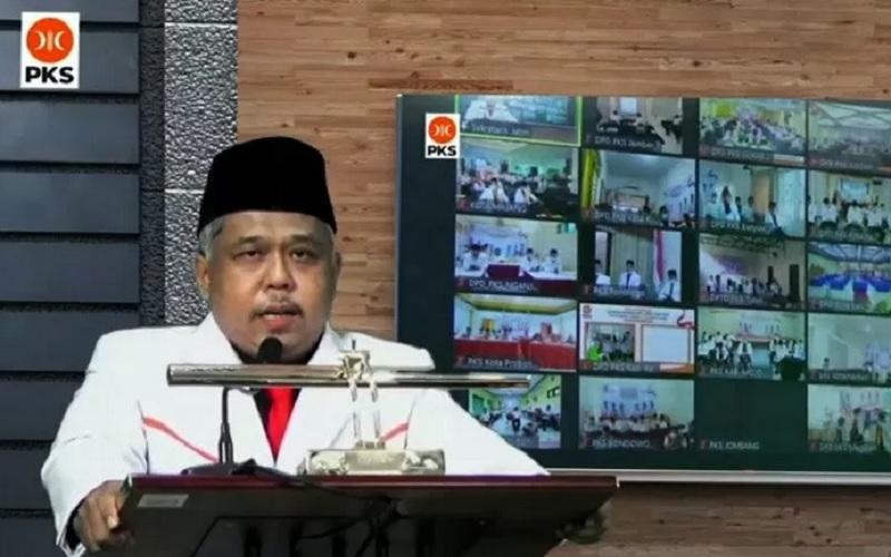 Ketua Umum DPW PKS Jawa Timur (Jatim) Irwan Setiawan memberikan sambutan virtual di hadapan kader dan pengurus se-Jatim. - Antara\r\n