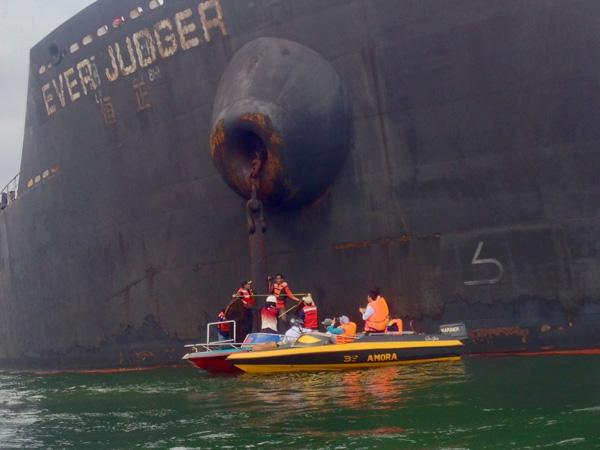Ilustrasi. Jangkar kapal MV Ever Judger Jumat (13/4/2018).  - Bisnis/Fariz Fadhillah