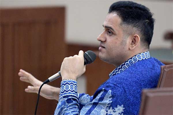 Mantan Bendahara Umum Partai Demokrat Muhammad Nazaruddin memberikan kesaksian dalam sidang kasus korupsi proyek pembangunan Pusat Pendidikan dan Sekolah Olahraga Nasional (P3SON) Hambalang di Pengadilan Tipikor, Jakarta, Senin (29/5). - Antara/Sigid Kurniawan
