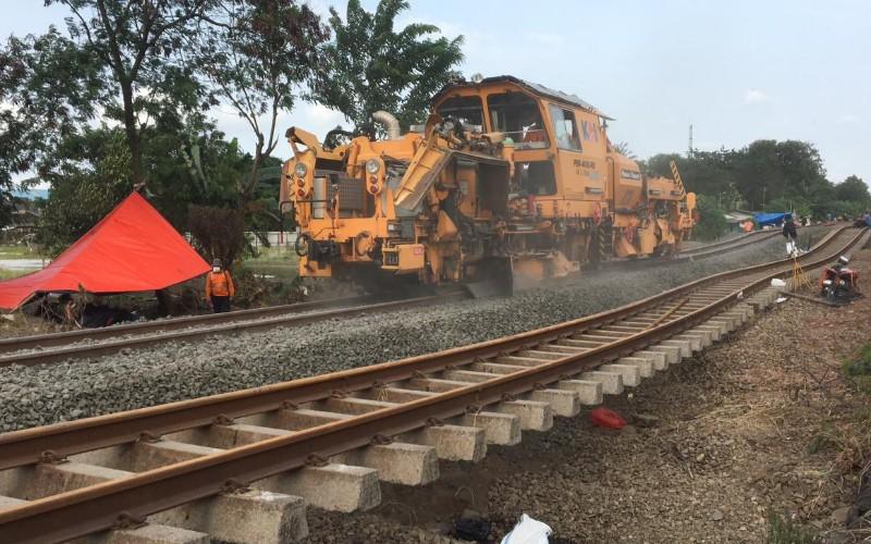 Tim prasarana Daop 1 Jakarta masih terus berupaya melakukan proses perbaikan berupa pemadatan jalur yang mengalami kerusakan tersebut terjadi di antara Stasiun Kedunggedeh-Lemah Abang - Istimewa