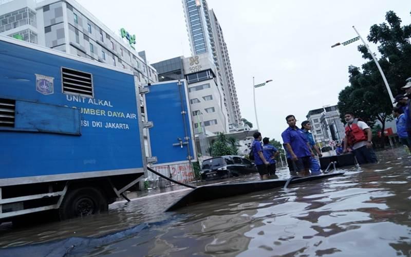 Suasana penanganan banjir di Jakarta - Facebook/Anies Baswedan