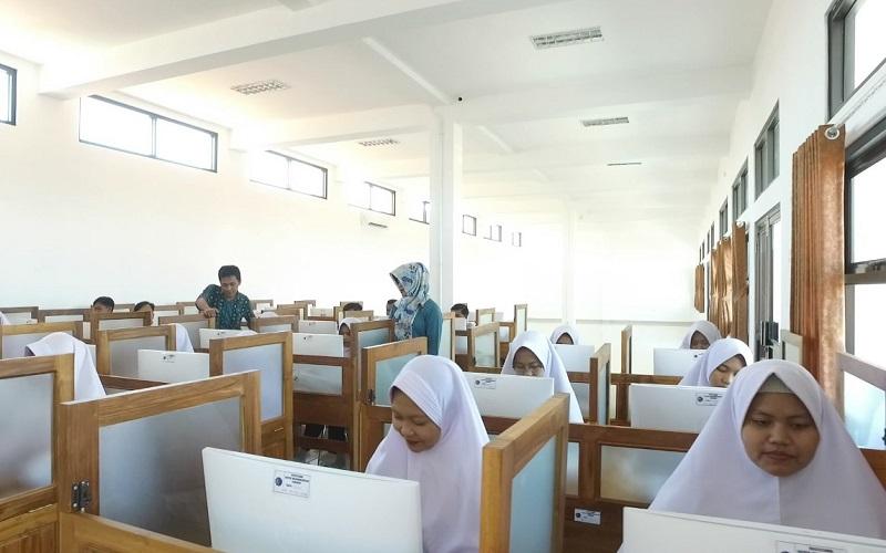 Uji kompetensi perawat perawat mahasiswa STIKES Ahmad Dahlan Cirebon, Kabupaten Cirebon, Jawa Barat. - Bisnis/Hakim Baihaqi