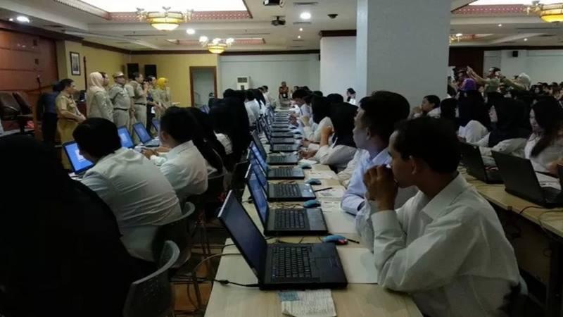 Peserta Tes Seleksi Kompetensi Dasar (SKD) pengadaan CPSN 2019 DKI Jakarta bersiap mengikuti ujian.  - Antara